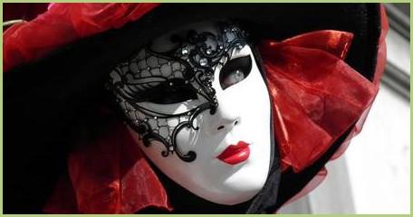Un voyage en Italie, du nord au sud, c'est l'occasion de découvrir la culture du pays. Venise, par exemple, est bien connue, pour son histoire, mais aussi pour ses gondoles et son célèbre carnaval.