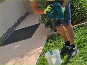 Nettoyer régulièrement les outils en contact avec RESIMARMO avec le produit RESIGLIDE
