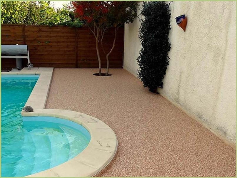 moquette de marbre autour de la piscine couleur giallo mori