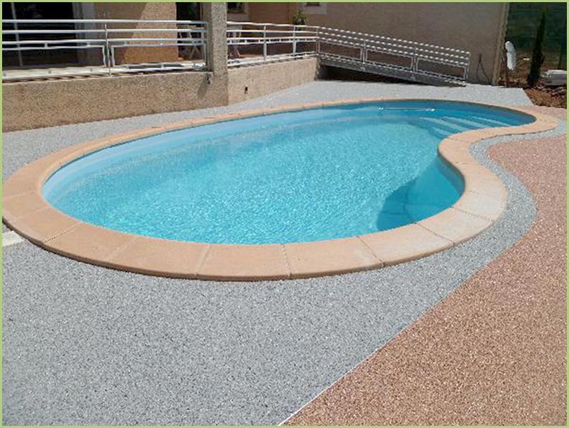 contours de piscine couleur bardiglio chiaro et brescia pernice.