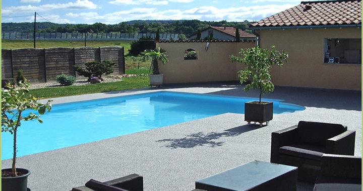 Abord de piscine en agregats de marbre (Geneve)