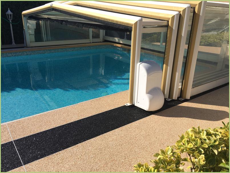 Agrégats de marbre Resimarmo autour d'une piscine près de Nice (Mr Selva)