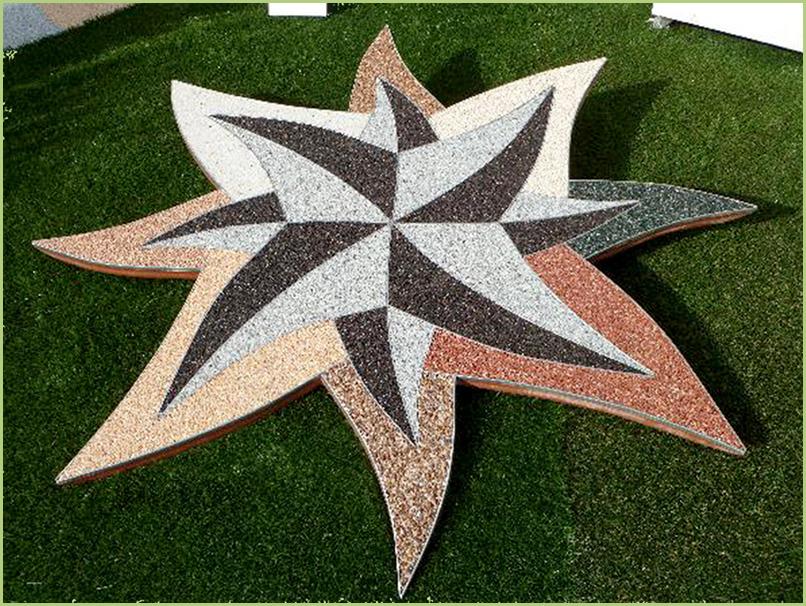 Dessin artistique en moquette de pierre dans une pelouse