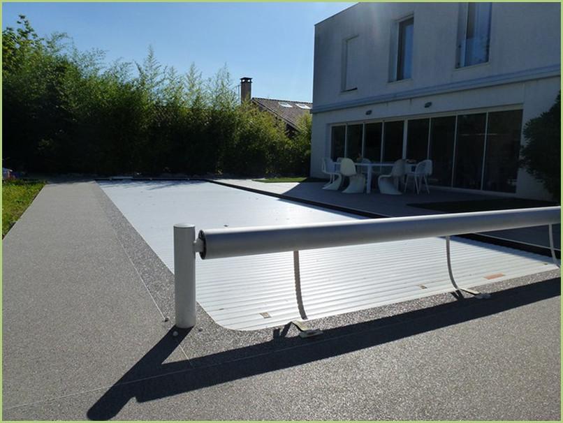 Contours de piscine en moquette de marbre couleur bardiglio chiaro